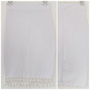 ★ WHITE LACE FRONT HEM PENCIL FITTED SKIRT